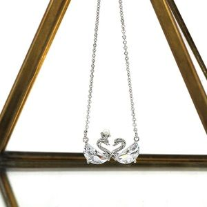 Ocean Fashion Jewelry - Sterling silver mini swan crystal necklace